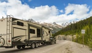 Average Camper Weight truck hauling a fifth wheel