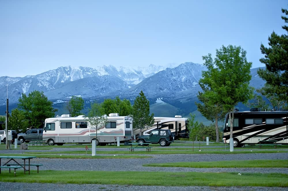 rv campground by mountains