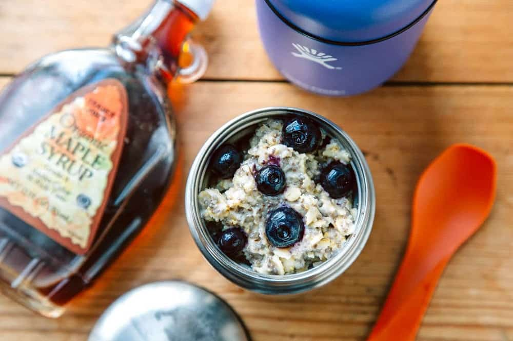 Vegan oatmeal with berries
